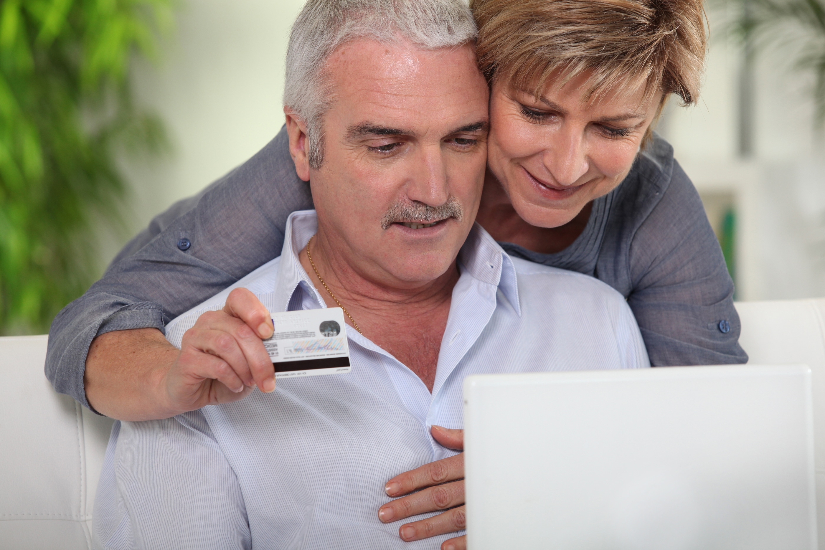 Purchasing hearing aids online has many pitfalls. Online hearing aids are a risky purchase.